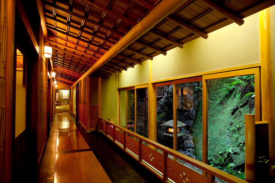 Enjoy the traditional beauty of a ryokan in Kinosaki.