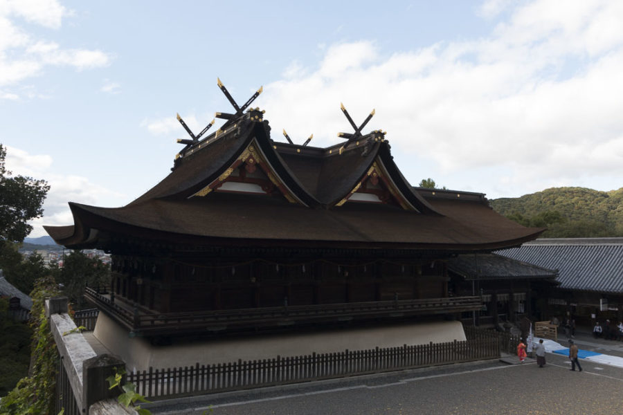 Rebuilt in 1425, Kibitsu Jinja Shrine's treasure hall represents the only surviving example of the kibitsu-zukuri architectural style.