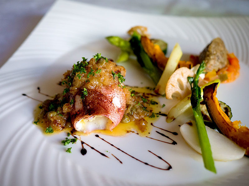 The main of the day: squid stuffed with butter rice and roasted vegetables. Delicious!