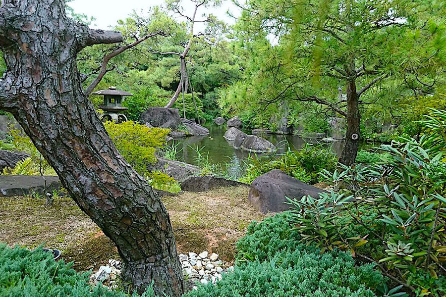 Koukoen consists of nine separate walled gardens designed in various Edo Period styles.