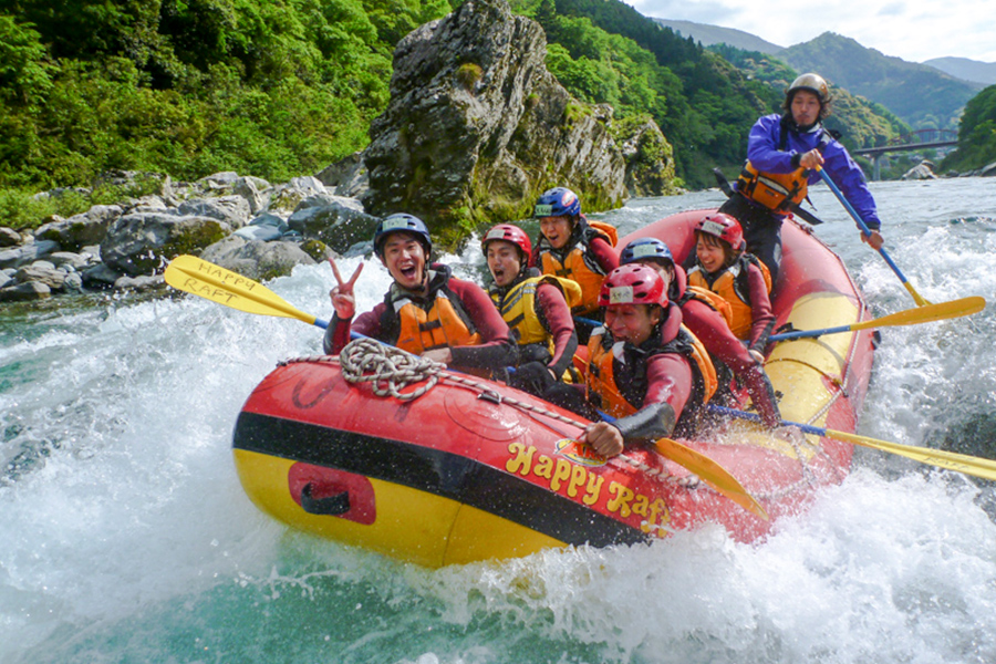 There's great fun to be had in the large 8-person raft.