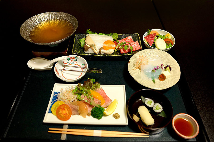 The Kinsuikan version of kaiseki course meal is a treat for tastebuds.