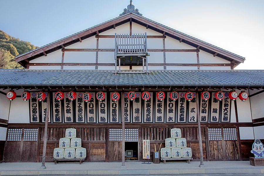 Built in 1835, Kanamaruza Theater is Japan's oldest playhouse.