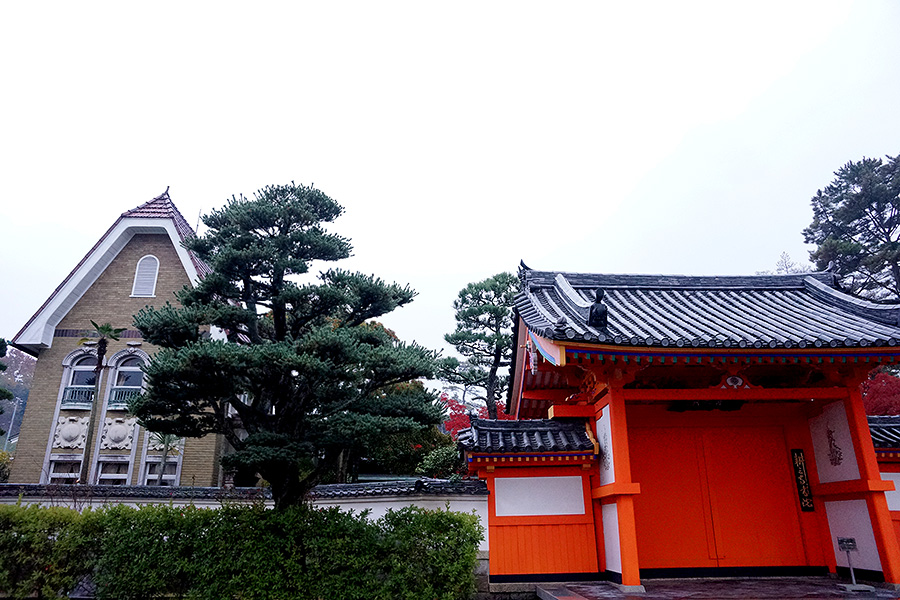 The stark contrast in design, found here with the mother's western designed villa and the traditional temple gates are a constant theme throughout Kosan-ji.