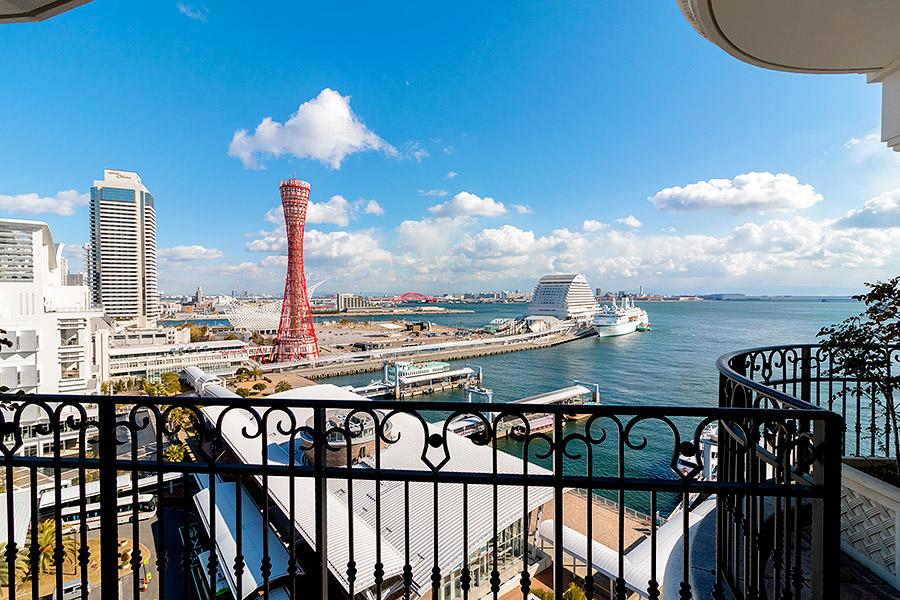 Breathtaking views accompany every room at Hotel La Suite Kobe Harborland.