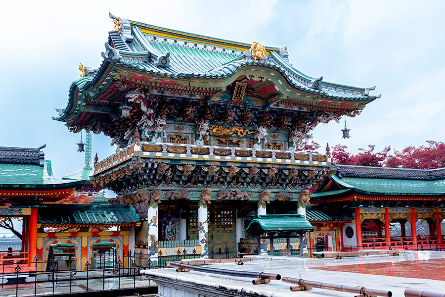 While a copy of Toshogu Yomeimon Gate in Nikko, Kosan-ji's version Koyomon Gate has been embellished and is distinct in its own right.