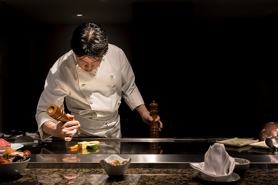 In true teppanyaki style, the performance of the chefs at Setsugetsuka provides a feast for the eyes as well as the palate.