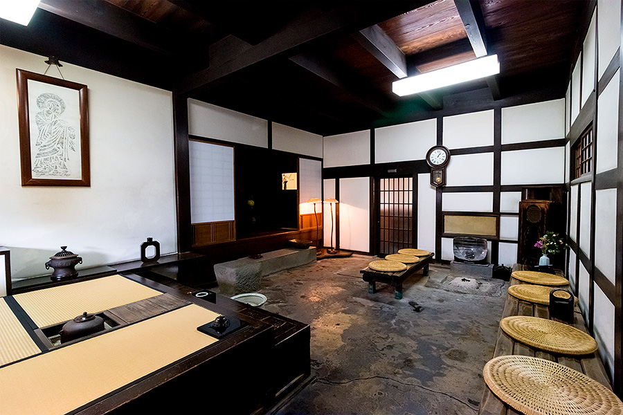 Stepping into the reception area feels like entering an antique Japanese home.