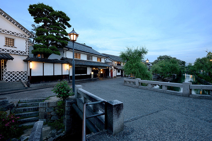 Bikan District, the picturesque Edo era merchant quarter outside Ryokan Kurashiki's front door, offers a beautiful setting for daytime exploration and evening strolls.