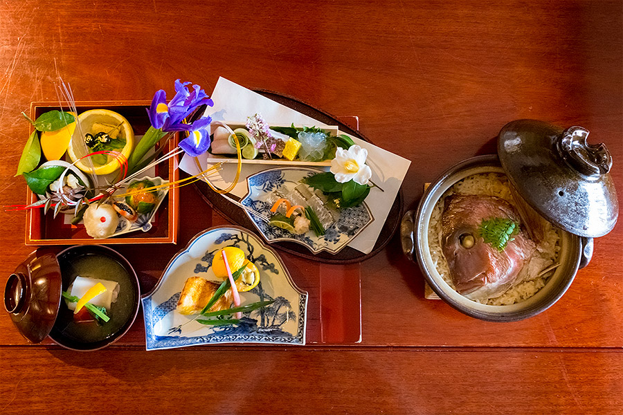 The food produced in Ryokan Kurashiki's kitchen matches the best local ingredients with expert culinary flair, and fantastic presentation.