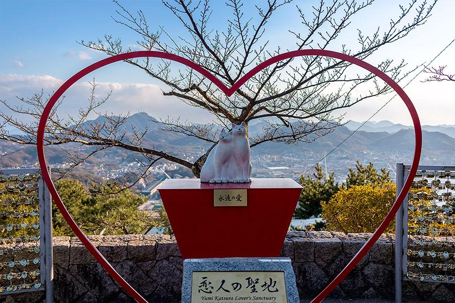 A kitty-cat love shrine near Senkouji Temple.