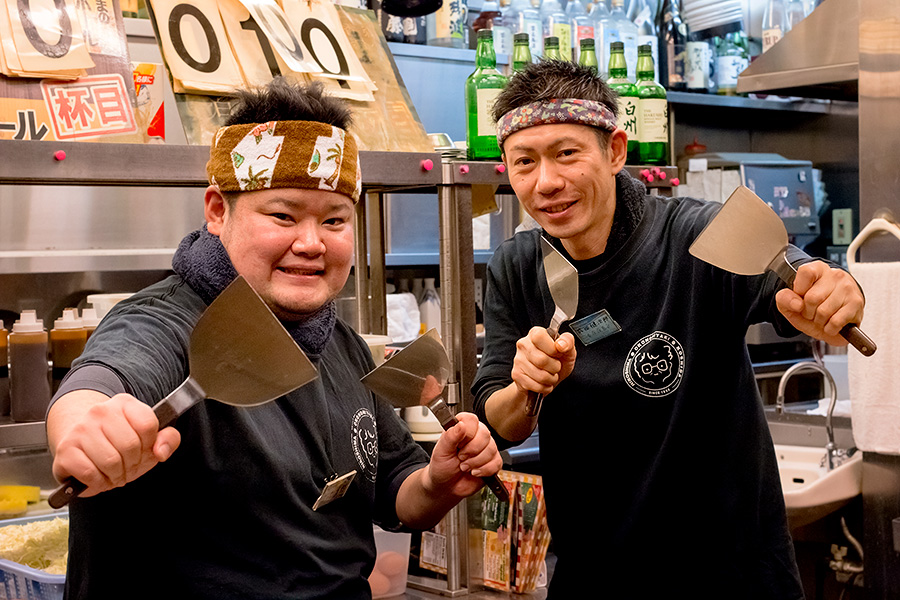 Naoki Shimoji (left) and Kenjiro Narita (right) brandishing their spatulas.