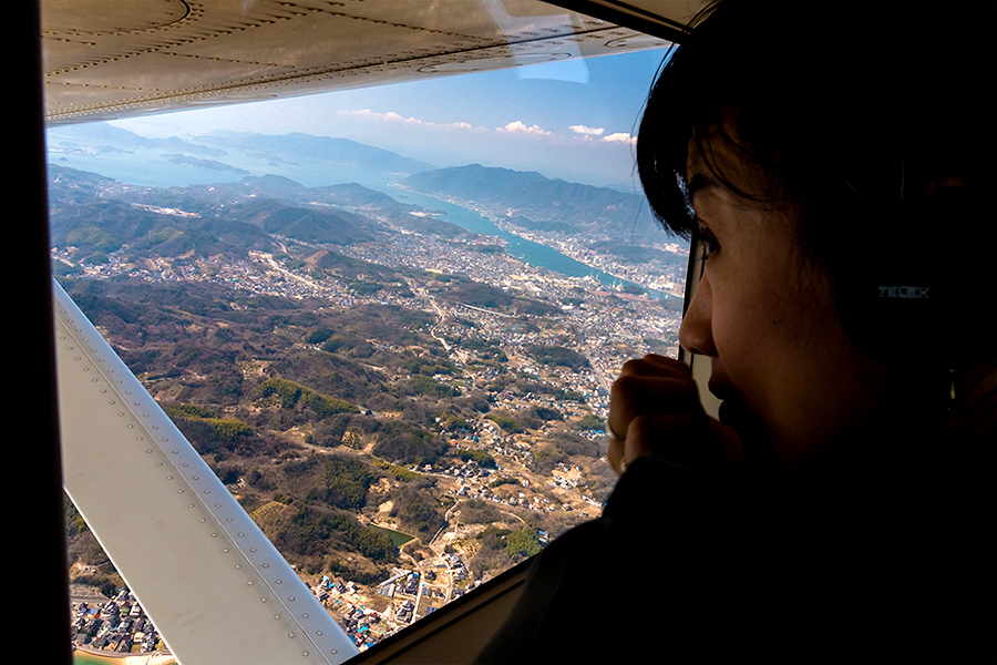 Listening to the pilot's tour guide information mixed with the back and forth of the live aviation channel creates a deep sense of adventure.